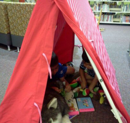 reading at the library is a great summer time reading nook from growingbookbybook.com