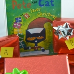 A fun and playful alphabet activity that is a perfect compliment to Pete the Cat Saves Christmas. Toddlers and preschoolers will learn their ABCs with this Christmas themed learning idea.
