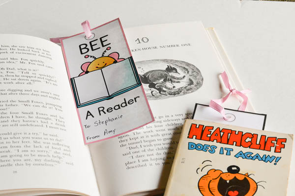 Valentine bookmarks for kids to give to book loving friends.
